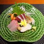 寿司 さ々木 - お造り:ブリ、アラ、バイ貝、ガス海老