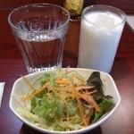 スパイス クラフト - ・サラダと自家製ラッシー