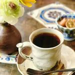 カフェ・ド・ジーノ - 食後のコーヒー。マグカップなみのサイズにたっぷり。