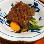 肉屋 雪月花 NAGOYA - 最上牛サーロインすき焼き 九条葱、三河満月卵