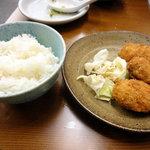くれ星製麺屋 - 350エンのカキフライセット(ライス、カキフライ、キャベツ)