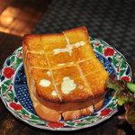 瑠奈 - サラダセットのトースト