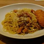 ベビーフェイスプラネッツ - ポルチーニとベーコンのチーズ風味にカニクリームコロッケのトッピング