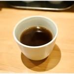 ウミガメ食堂 - 食後のサービスプーアル茶。