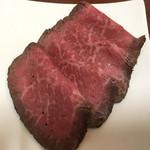 肉のたかさご - ローストビーフ(4枚で1,000円)