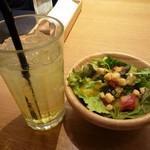 コトコトサリョウ - LUNCH SETのドリンク&サラダ