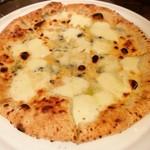 63905209 - 4種のチーズピッツア