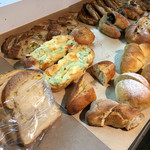 トーチドットベーカリー - モーニングビュッフェ540円のパン各種