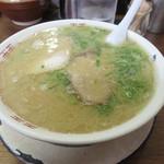 63908135 - ラーメン600円。 スープたっぷり。