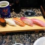 磯のがってん寿司 - リニューアル特別5貫握り(421円)。