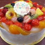 菓樹工房 ユーカリプティース - ユーカリプティースのバースデーケーキはフルーツたっぷり!