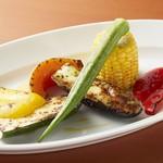 オドーリ・キッチン - ドリンク写真:旬野菜の炭火焼