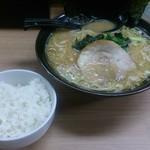 春樹 - 豚骨醤油ラーメン 690円