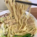 竹末食堂 - 麺に帆立ペーストが絡んでます