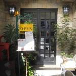 ガーリックハウス - 店舗入口