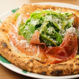 ナポリスタイルの窯焼きピザをどうぞ!