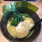横浜家系ラーメン 銀家 札幌宮の森本店 -