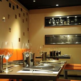 お洒落な二人の素敵なデートを彩る、温かい空間と美味しい料理