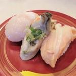 活き魚回転寿司 魚鮮 - 貝三昧 486円