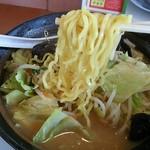 幸楽苑 - 札幌までは黄色くないけど、プリプリした麺です!