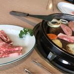 パイオニア牧場 - 南部鉄器で焼くお肉