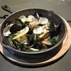 ムール貝と浅利の海藻トレビアーノ蒸し