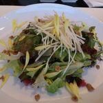 カフェ・トロワグロ - リンゴと根セロリのサラダ、胡桃のビネグレット