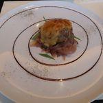 カフェ・トロワグロ - 豚肉のハンバーグ、ベアルネーズソース