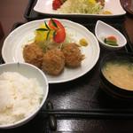 とんかつ 鈴の家 - 料理写真:カニコロッケ