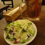 肉ビストロ WAIGAYA - ウーロン茶+サラダ