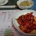 張本 - 料理写真:キムチみたいだけど白菜サラダ(お通し)