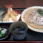 親味 - 料理写真:~天ざるそば 1050円~ 暑い夏の定番メニュー!冷たい汁でお召し上がりください