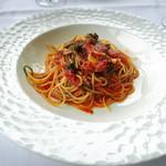 リストランテ・ヒロ・チェントロ - 北海道産ツブ貝と葉玉葱のトマトソース スパゲッティーニ