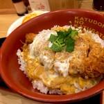 かつさと - *お得な選べる丼ランチA (¥648) (かつ丼+キャベツ&とん汁)
