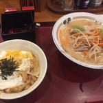 山田うどん - 料理写真:味噌ラーメンとミニ卵丼セット「730円」 高血圧に優しい味噌ラーメンだなぁ~(^^)