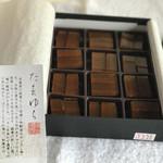 佐藤屋 - 和風生チョコレートの上に乃し梅が乗った『たまゆら』