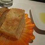 Cantina GIOIOSO - フォカッチャと金柑を練り込んだパン