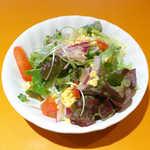 欧風食堂 カンパーニャ - ランチのミモザサラダ。レタス・トマト・紫玉ねぎ・貝割れが入った、立派な一品です