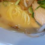 大阪ふくちぁんラーメン - 麺とスープ