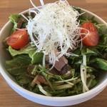 湖麺屋 リールカフェ - ローストポークのサラダ税込380円