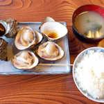 63950036 - つぼ焼・焼はま定食(¥1500)。シンプルだけど、これは都会では食べられない旨さです!