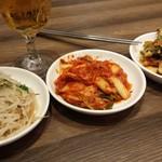 韓国料理 bibim' - もやしナムル.キムチ等 3種の惣菜食べ放題は嬉しい☆ ビール必須ヾ(^▽^)ノ