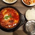 韓国料理 bibim' - この日は、石釜機材の調子が悪いとのことで普通の白飯 残念だけど、まぁ仕方なし。