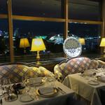 パノラミックレストラン ル・ノルマンディ - みなとみらい側のテーブル