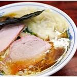 63953235 - 中華雲吞麺 920円 味わい深い醤油スープにびろび手打ち麺。白河ラーメンの魅力がここに♪