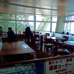 舞子 トムズ カフェ - 店内風景②(テーブル席)。