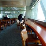 舞子 トムズ カフェ - 店内風景①(カウンター席)。