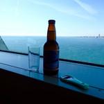 舞子 トムズ カフェ - 窓越しに瀬戸内海(小豆島方向)を眺めながら休憩。