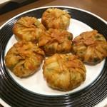 外灘紅緑灯 - 上海焼き餅(にら饅頭)780円 小ぶりサイズでカリカリ