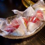 焼肉 やまと - デザートの「まるごと苺アイス」(320円)。